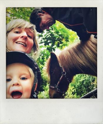Frieda entdeckt ihre Liebe zu Pferden